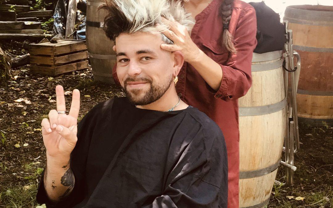 Rachel coupe les cheveux